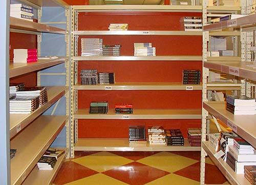 WideSpanShelvingBbookstore500x350